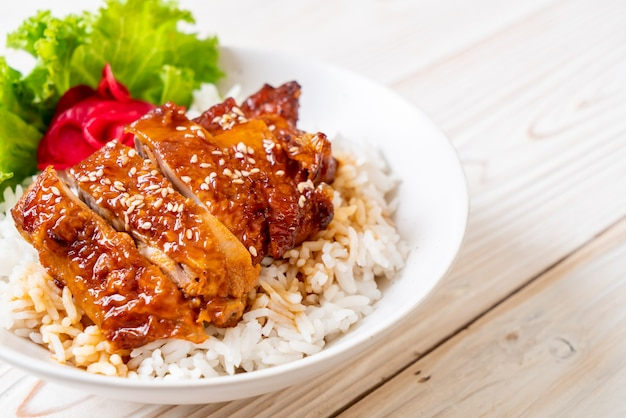 Grilled chicken with teriyaki sauce on topped rice Premium Photo