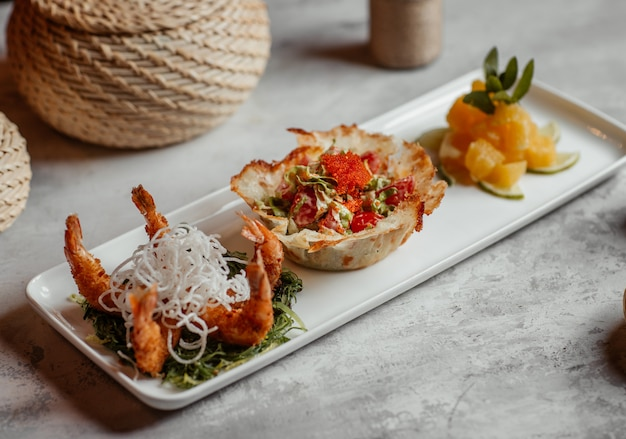 Grilled crabs with bread canape stuffed with green salad and pinapple slices Free Photo