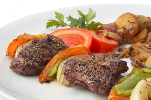 Grilled kebab with vegetables Premium Photo
