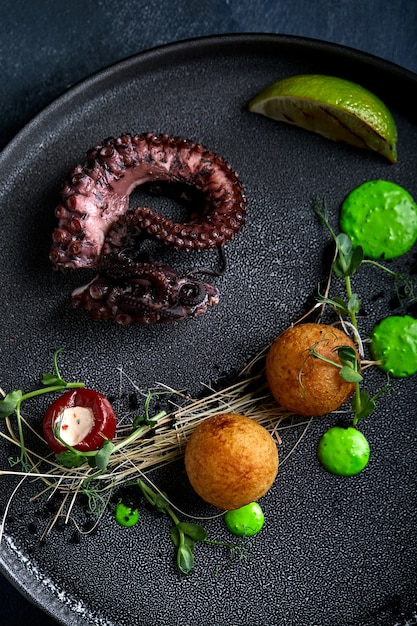 Grilled octopus beautiful serve Premium Photo