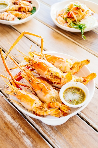 Grilled prawns with spicy seafood sauce Free Photo