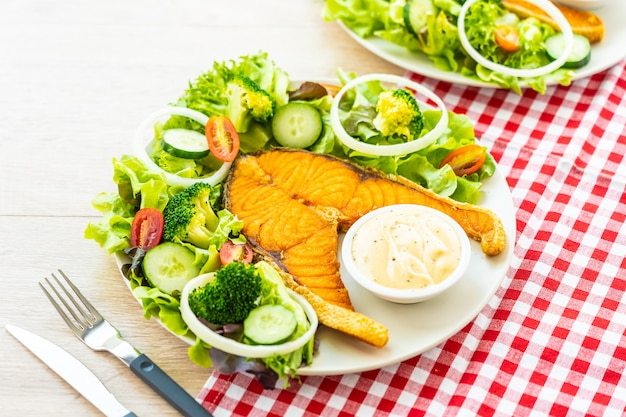 Grilled salmon meat steak with fresh vegetable Free Photo