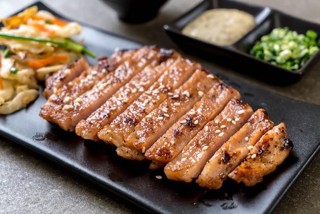 Grilled sliced pork steak with vegetable Premium Photo