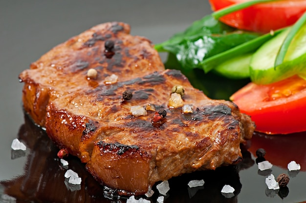 Grilled steak and vegetables Free Photo