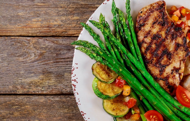 Grilled steaks, potato chips and asparagus Premium Photo