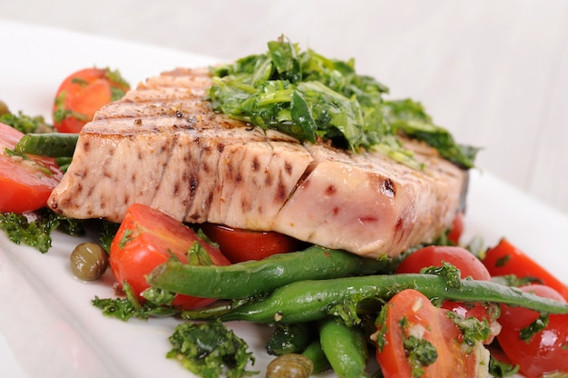 Grilled tuna steak with vegetables closeup  Free Photo