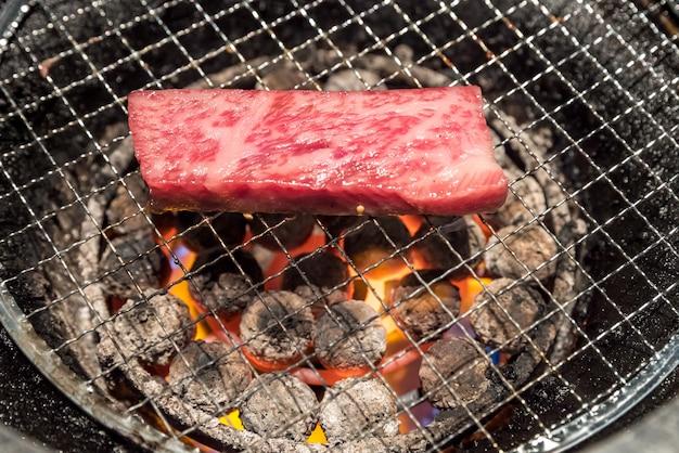 Grilled wagyu sirloin meat yakiniku Premium Photo
