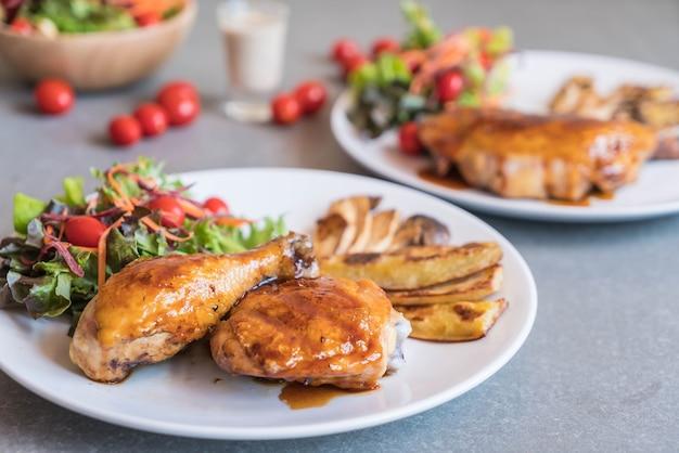 Griglie bistecca di pollo con salsa teriyaki Foto Gratuite