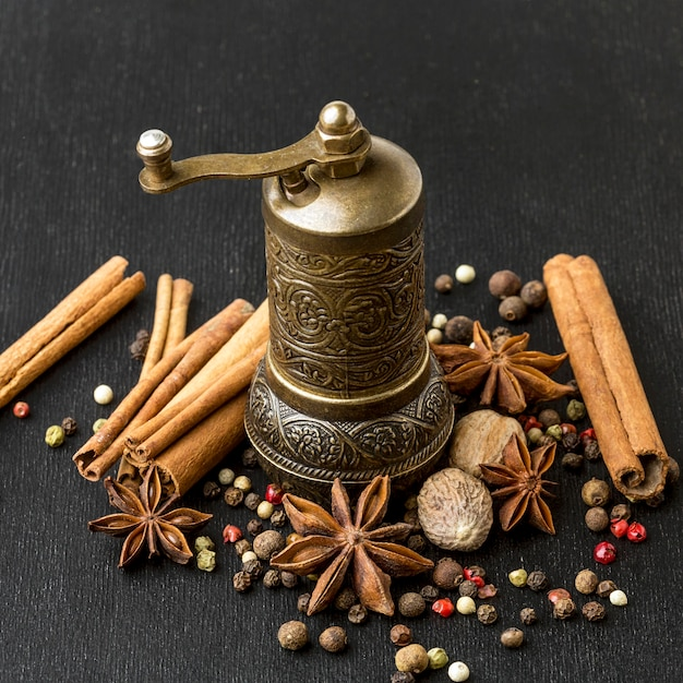 Grinder for cooking spices Free Photo
