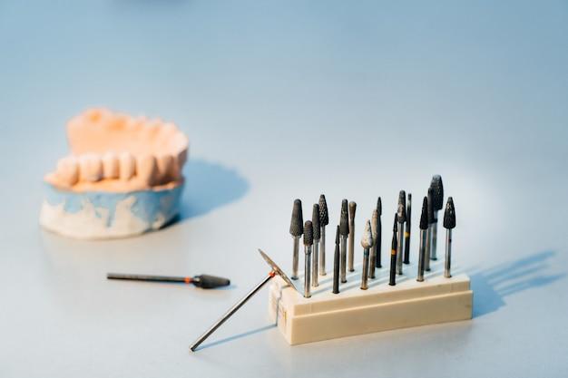 치과 기공사를위한 그라인딩 도구 및 드릴입니다. ㅇㅇㅇ ㅇㅇㅇ ㅇㅇㅇ ㅇㅇㅇ ㅇㅇㅇ ㅇㅇㅇ ㅇㅇㅇ ㅇㅇㅇ ㅇㅇㅇ ㅇㅇㅇ ㅇㅇㅇ ㅇㅇㅇ ㅇㅇㅇ ㅇㅇㅇ ㅇㅇㅇ ㅇㅇㅇ ㅇㅇㅇ ㅇㅇㅇ ㅇㅇㅇ ㅇㅇㅇ ㅇㅇㅇ ㅇㅇㅇ ㅇㅇㅇ ㅇㅇㅇ ㅇㅇㅇ ㅇㅇㅇ ㅇㅇㅇ ㅇㅇㅇ ㅇㅇㅇ ㅇㅇㅇ ㅇㅇㅇ ㅇㅇㅇ ㅇㅇㅇ ㅇㅇㅇ ㅇㅇㅇ ㅇㅇㅇ ㅇㅇㅇ ㅇㅇㅇ ㅇㅇㅇ ㅇㅇㅇ ㅇㅇㅇ ㅇㅇㅇ ㅇㅇㅇ ㅇㅇㅇ ㅇㅇㅇ ㅇㅇㅇ ㅇㅇㅇ ㅇㅇㅇ 프리미엄 사진