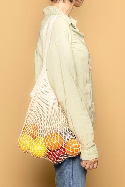Fare la spesa con borsa a rete Foto Gratuite