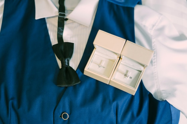 Groom accessories preparation for wedding concept. Premium Photo