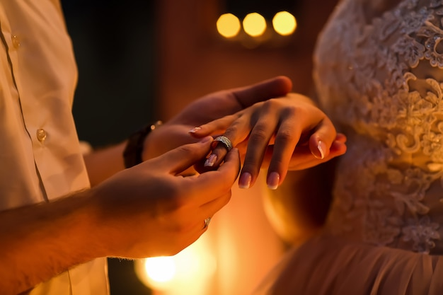 Groom giving ring to the bride Premium Photo