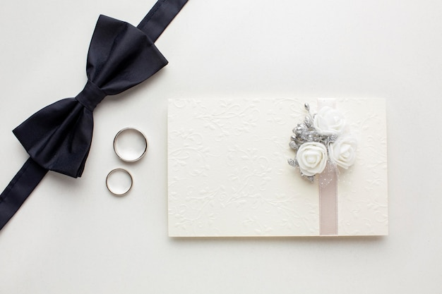 Groom and invitation in envelope wedding concept Free Photo