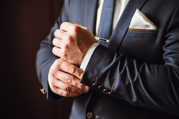 Groom is getting ready in the morning on a wedding day Premium Photo