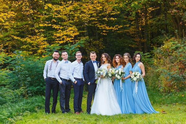 Groomsmen and bridesmaids Premium Photo