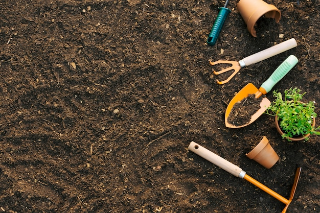 Ground with composed set of tools Free Photo