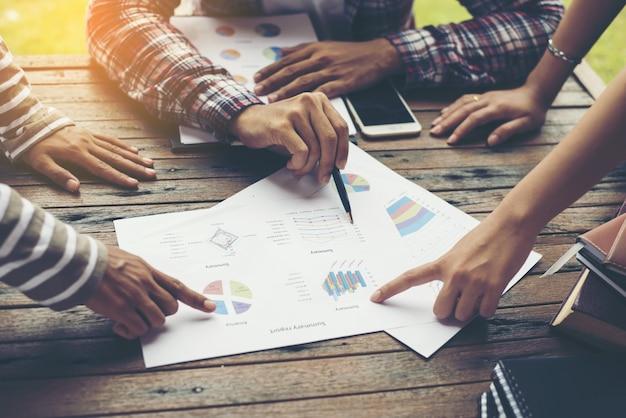group analysis businessmen marketing strategy Premium Photo