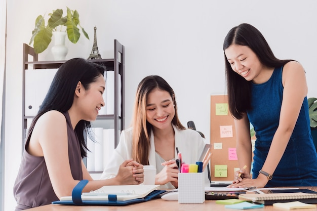 Group of beautiful asian women meeting in office to discussion business. Premium Photo