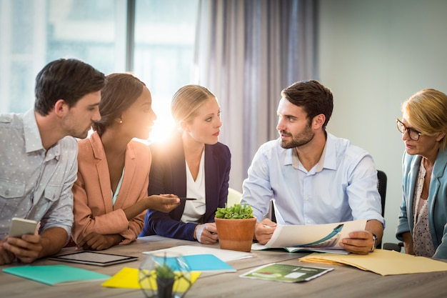 Group of business people discussing at desk Premium Photo