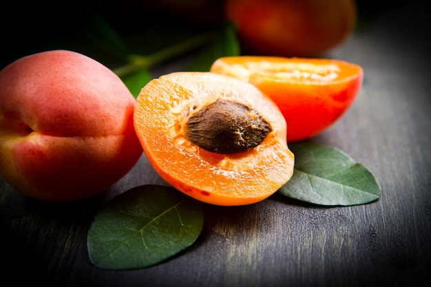 Group of fresh apricots with leaf Premium Photo