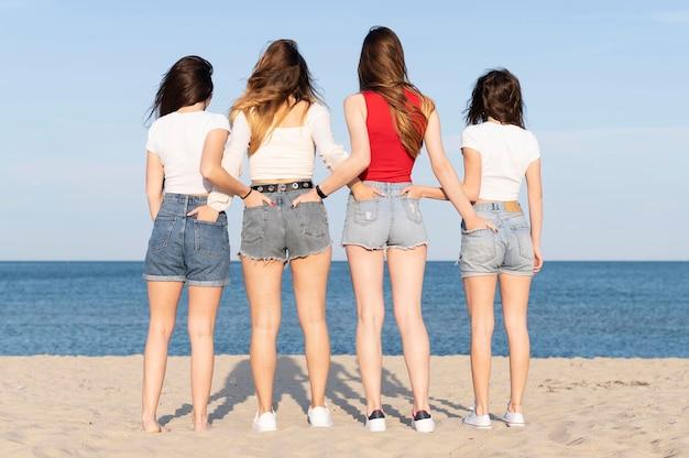 Group of friends having fun at beach Premium Photo