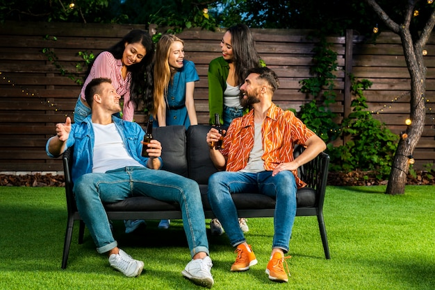 Group of friends having a good time together Free Photo
