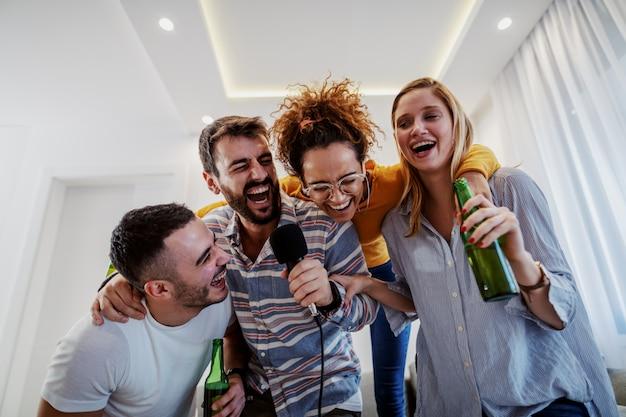 Passagem de ano em casa divertida | Moviflor