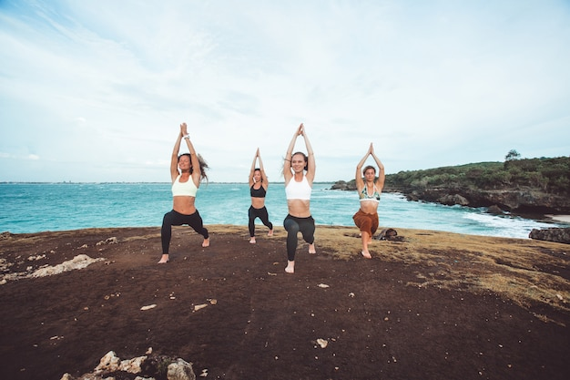 Group girl doing yoga Free Photo