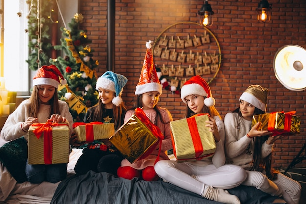Group of kids sitting sitting with presents Free Photo
