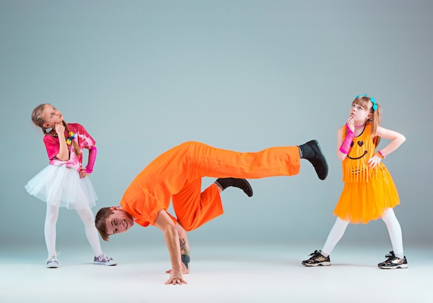Group of man, woman and teens dancing hip hop choreography Free Photo