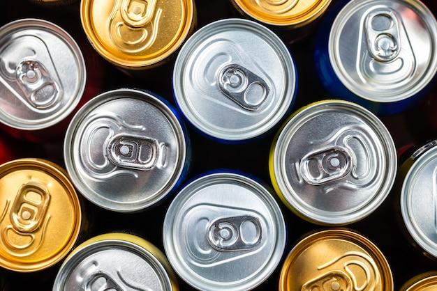 Группа алюминиевых банок, холодные напитки Premium Фотографии