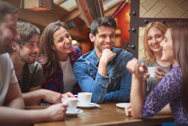 함께 시간을 보내는 사람들의 그룹 무료 사진
