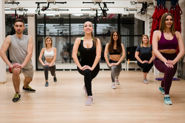 Group of people training together Free Photo