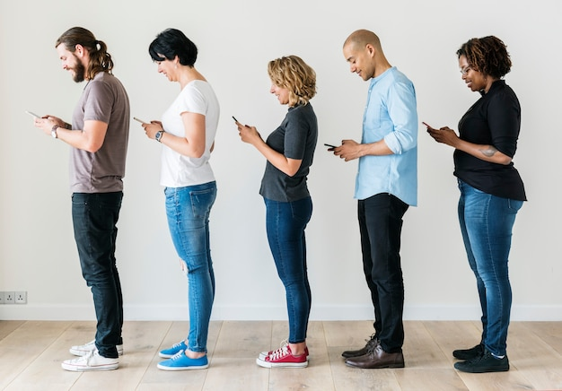 Group of people using mobile phone Premium Photo