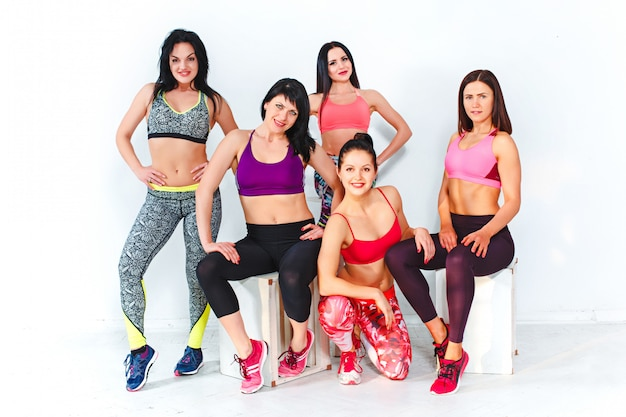 Group posing in a gym of a fitness center Free Photo