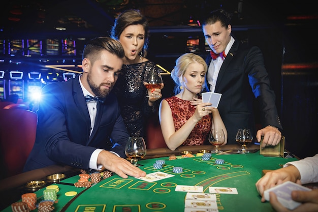 group-rich-people-is-playing-poker-casino_144962-7655.jpg (626×417)