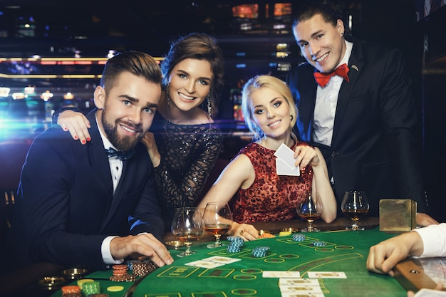 group-rich-people-is-playing-poker-casino_144962-7656.jpg (626×417)