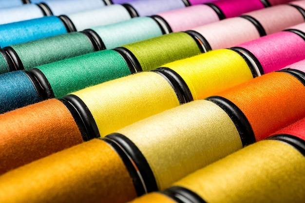 Group spool of sewing threads Premium Photo