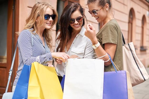 Group of stylish women going shopping Free Photo