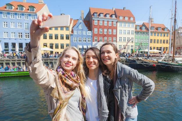 Group of women taking a selfie in copenhagen Premium Photo