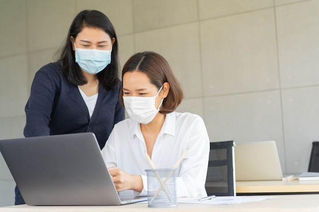 Group of young asian employee women consulting on desktop and type on keyboard laptop Premium Photo