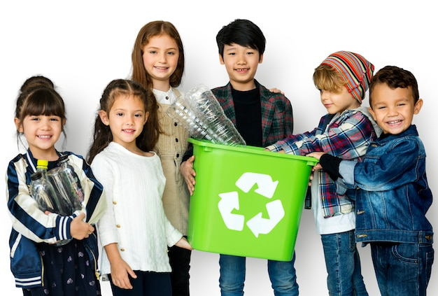 A group of young children recycling Premium Photo