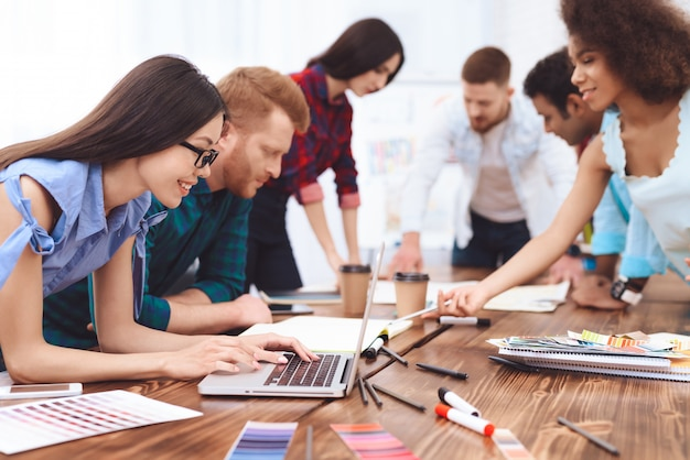 Group of young people work in team in a large bright office. | Premium Photo