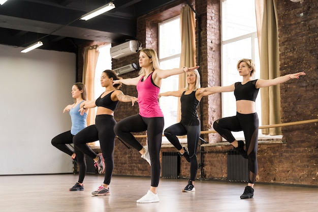 Group of young women working out together Free Photo