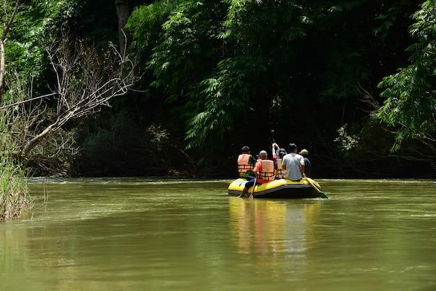 川でgroupぐグループ Premium写真