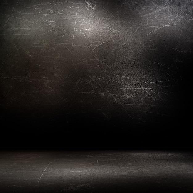 Интерьер комнаты в стиле гранж с темными поцарапанными стенами и полом Бесплатные Фотографии