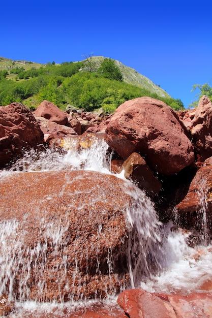Родено скалы водные пиренеи guarrinza aiguestorte Premium Фотографии
