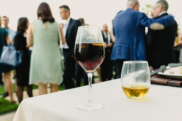 Guest drinks for a cocktail at a business event Premium Photo
