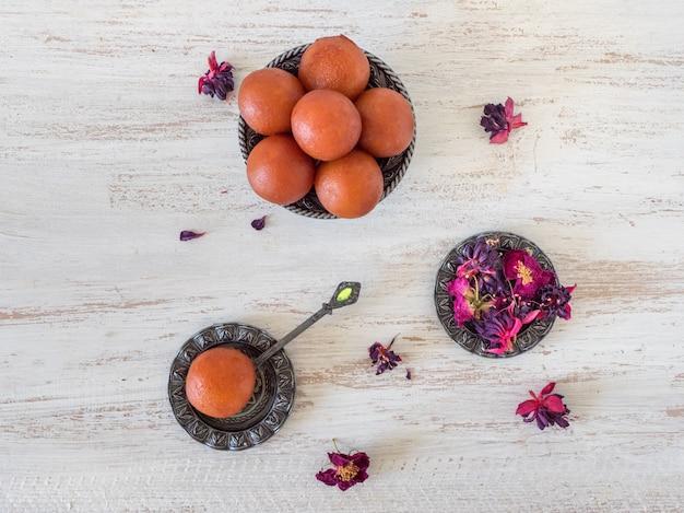 インドの伝統的な甘いgulab jamun、トップビュー Premium写真